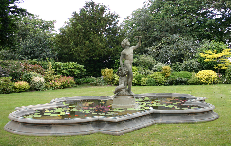 Sq1 sienna quatrefoil for Garden pool surrounds