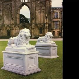 The David Sharp Studio Trafalgar Lions Garden Ornament